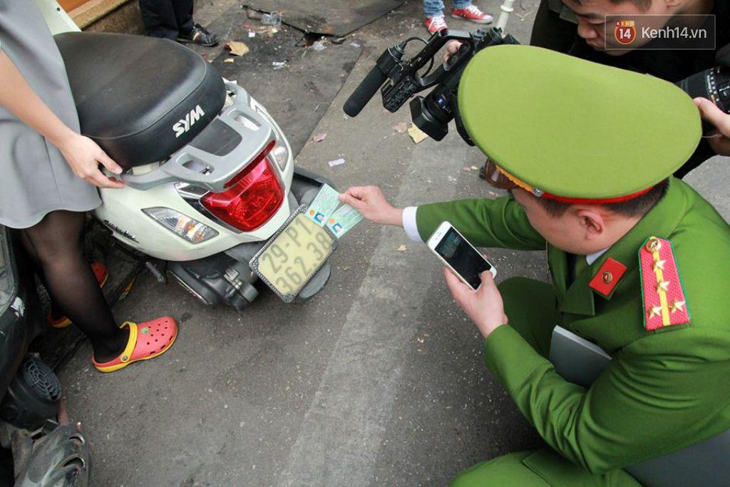 Sau Sài Gòn, Hà Nội ra quân giành lại vỉa hè cho người đi bộ - Ảnh 3.