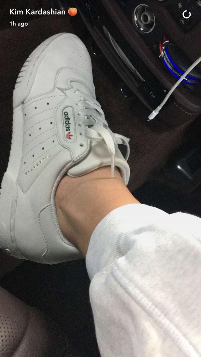 HỎI NHANH: Bạn có thấy đôi Yeezy mới nhất trông y hệt như giày Reebok? - Ảnh 1.