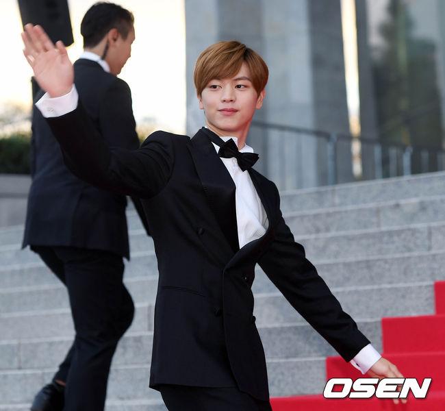 Thảm đỏ Korea Drama Awards: Hoa hậu Hàn đẹp nhất thế giới đẹp xuất sắc, nữ idol bỗng bật lên vì quá xinh - Ảnh 11.