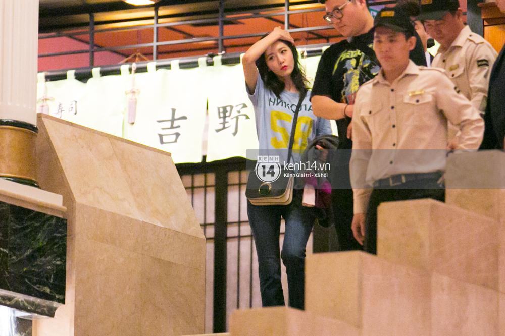 Sau 1 ngày hoạt động liên tục, Yoona vẫn vui vẻ vẫy tay chào tạm biệt fan Việt trước khi trở về Hàn - Ảnh 8.