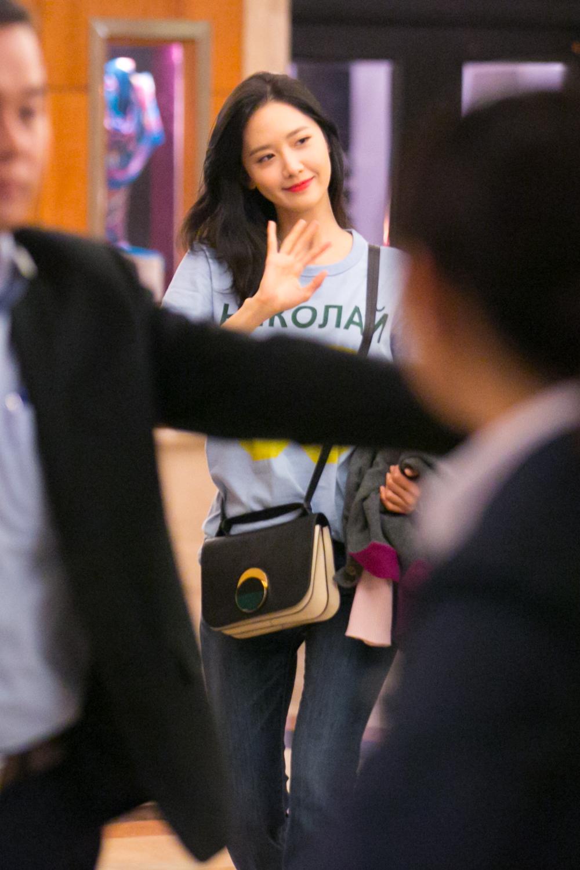 Sau 1 ngày hoạt động liên tục, Yoona vẫn vui vẻ vẫy tay chào tạm biệt fan Việt trước khi trở về Hàn - Ảnh 9.