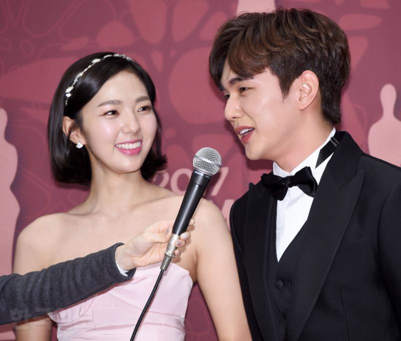 Thảm đỏ MBC Drama Awards hội tụ 30 sao khủng: Rắn độc Hyoyoung cúi người khoe ngực đồ sộ, chấp hết dàn mỹ nhân hạng A - Ảnh 30.