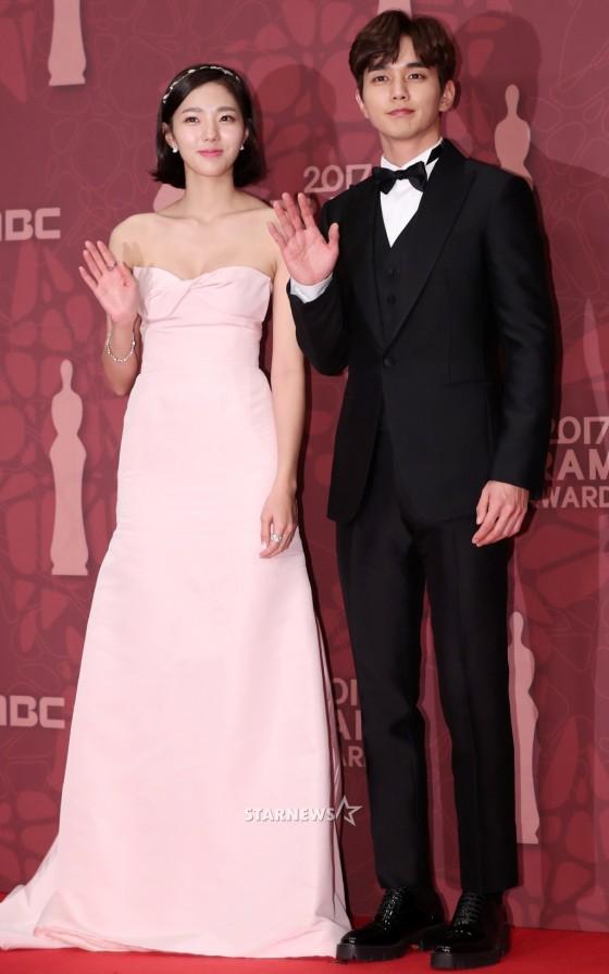 Thảm đỏ MBC Drama Awards hội tụ 30 sao khủng: Rắn độc Hyoyoung cúi người khoe ngực đồ sộ, chấp hết dàn mỹ nhân hạng A - Ảnh 29.