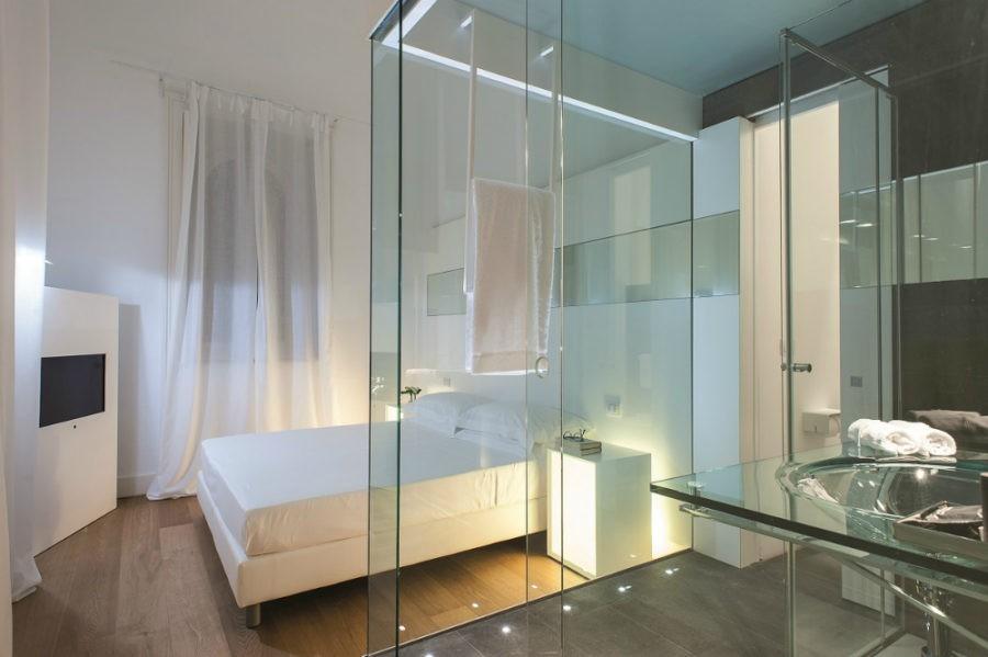 Tại sao nhiều khách sạn lại làm phòng tắm trong suốt? Lý do chưa chắc đã như bạn nghĩ đâu - Ảnh 2.