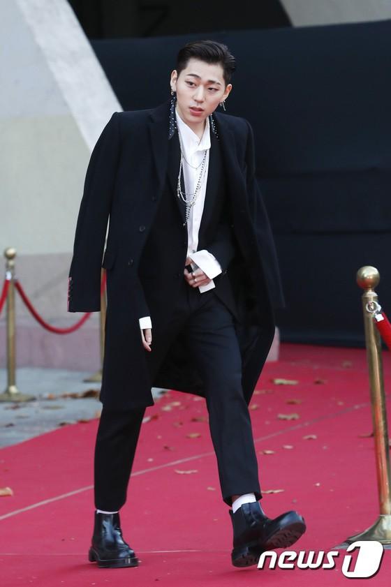 Asia Artist Awards bê cả showbiz lên thảm đỏ: Yoona, Suzy lép vế trước Park Min Young, hơn 100 sao Hàn lộng lẫy đổ bộ - Ảnh 70.
