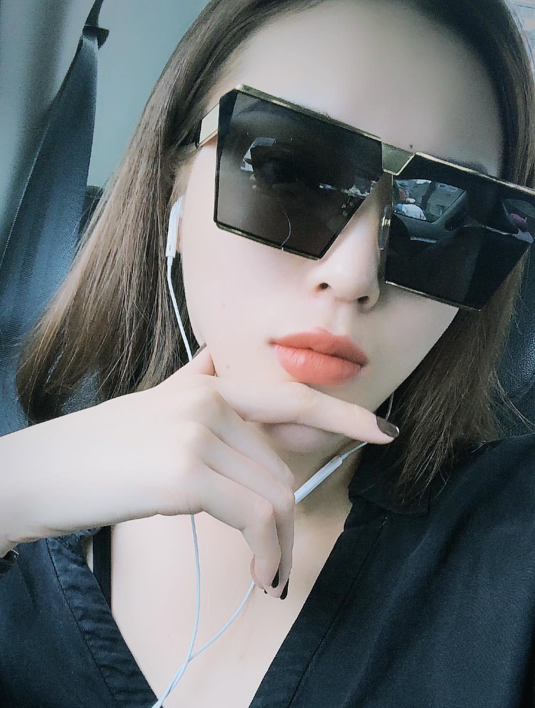 Lại thêm một mẫu kính Hàn dự là sắp hot ở Việt Nam vì Hà Hồ, Kỳ Duyên và rất nhiều fashionista thế giới đã đeo nó - Ảnh 1.