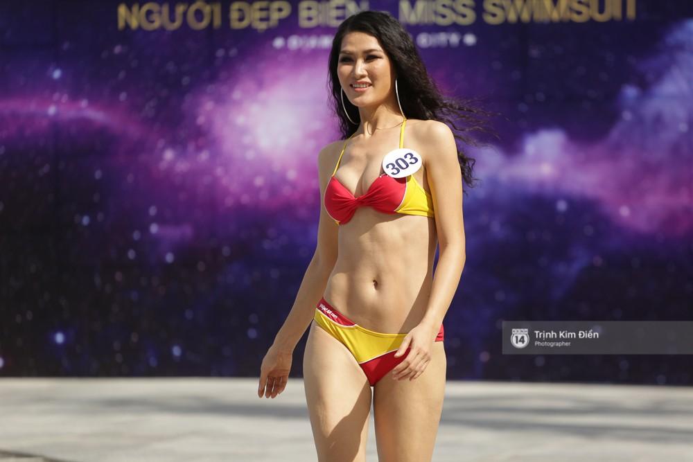 Dàn người đẹp Hoa hậu Hoàn vũ lộ đùi to, bụng mỡ khác xa ảnh photoshop trong phần thi trình diễn bikini - Ảnh 2.