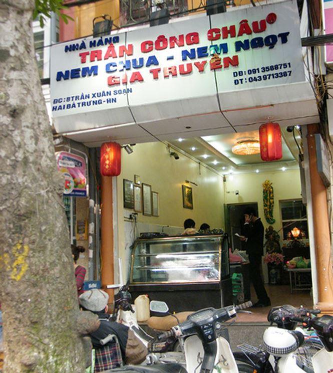 Những địa chỉ mua giò chả, bánh chưng từ thời ông bà ở Hà Nội mà Tết năm nào khách cũng xếp hàng ùn ùn - Ảnh 7.