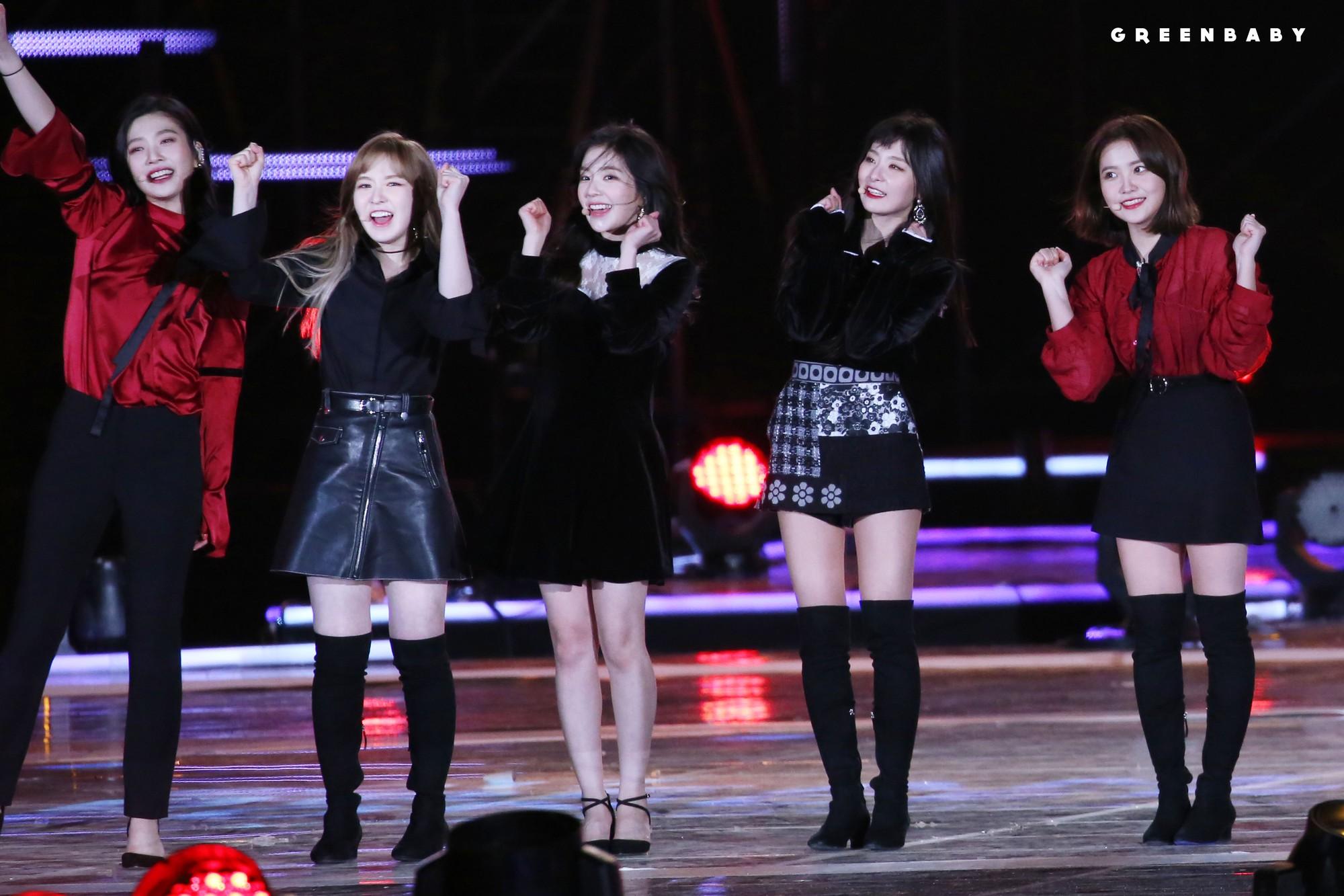 Biểu diễn trong trang phục mỏng manh giữa tiết trời lạnh giá, các idol nữ xứ Hàn khiến nhiều netizen xót xa - Ảnh 8.