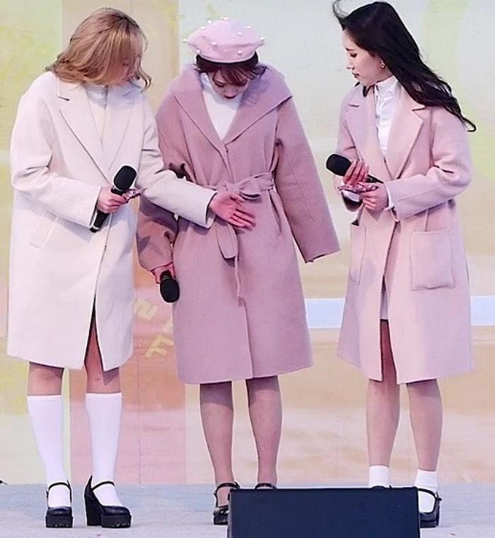 Biểu diễn trong trang phục mỏng manh giữa tiết trời lạnh giá, các idol nữ xứ Hàn khiến nhiều netizen xót xa - Ảnh 5.
