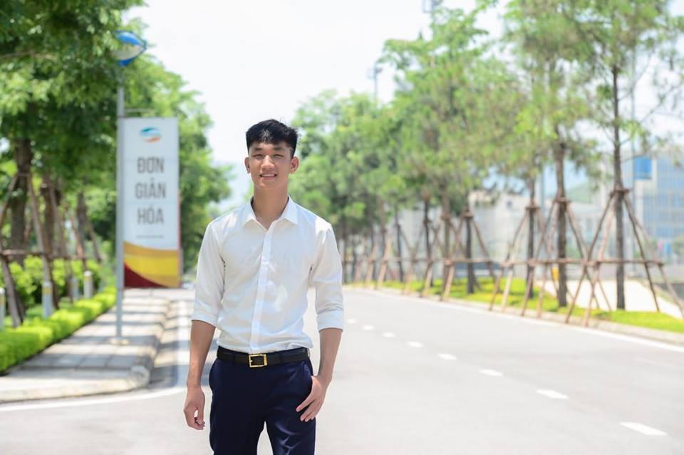 U23 Việt Nam: Chỉ cần diện sơ mi trắng thôi là không cần cưa, cô gái nào cũng đổ! - Ảnh 1.