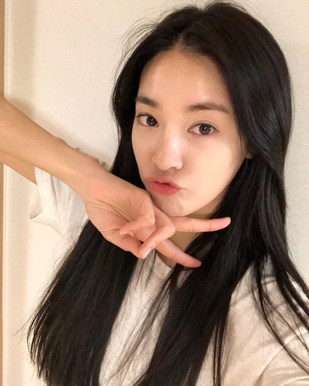 """Mỹ phẩm mà """"bạn gái G-Dragon"""" Lee Joo Yeon sử dụng cũng có món bình dân chỉ 75.000VNĐ - Ảnh 2."""