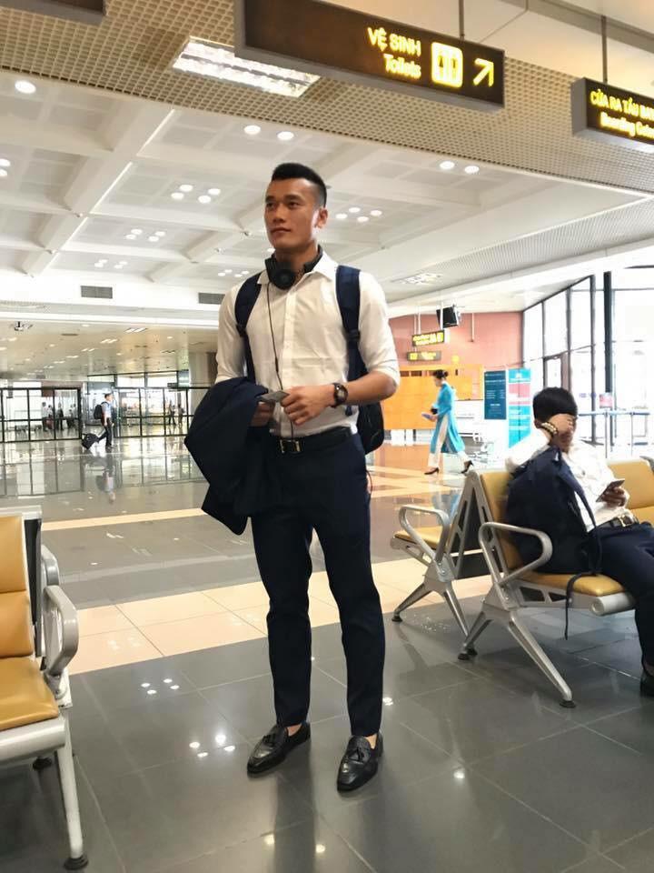 U23 Việt Nam: Chỉ cần diện sơ mi trắng thôi là không cần cưa, cô gái nào cũng đổ! - Ảnh 5.