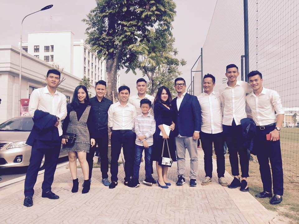 U23 Việt Nam: Chỉ cần diện sơ mi trắng thôi là không cần cưa, cô gái nào cũng đổ! - Ảnh 21.