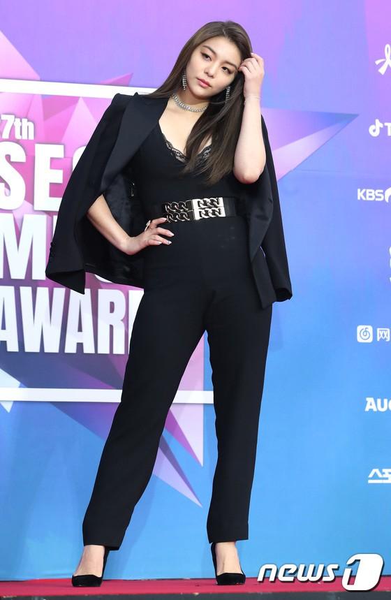 Thảm đỏ Seoul Music Awards: Kim So Hyun đẹp đến mức khó tin, Joy quá sexy bên dàn trai xinh gái đẹp quyền lực Kbiz - Ảnh 39.