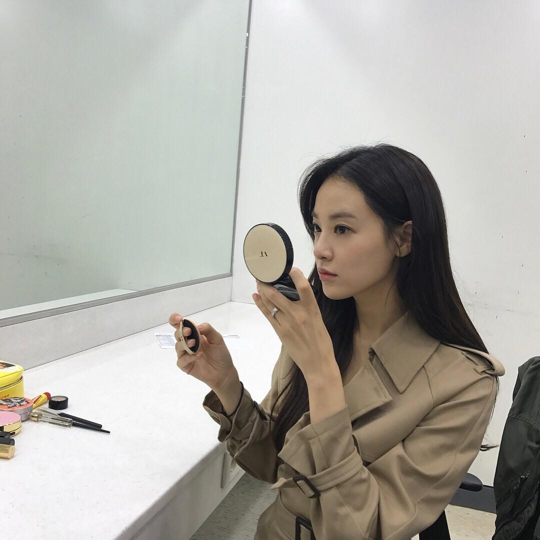 """Mỹ phẩm mà """"bạn gái G-Dragon"""" Lee Joo Yeon sử dụng cũng có món bình dân chỉ 75.000VNĐ - Ảnh 4."""