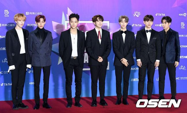 Thảm đỏ Seoul Music Awards: Kim So Hyun đẹp đến mức khó tin, Joy quá sexy bên dàn trai xinh gái đẹp quyền lực Kbiz - Ảnh 29.