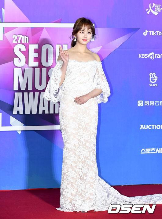 Thảm đỏ Seoul Music Awards: Kim So Hyun đẹp đến mức khó tin, Joy quá sexy bên dàn trai xinh gái đẹp quyền lực Kbiz - Ảnh 2.