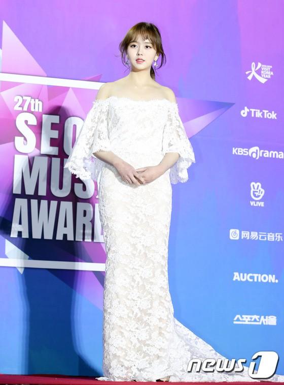 Thảm đỏ Seoul Music Awards: Kim So Hyun đẹp đến mức khó tin, Joy quá sexy bên dàn trai xinh gái đẹp quyền lực Kbiz - Ảnh 3.