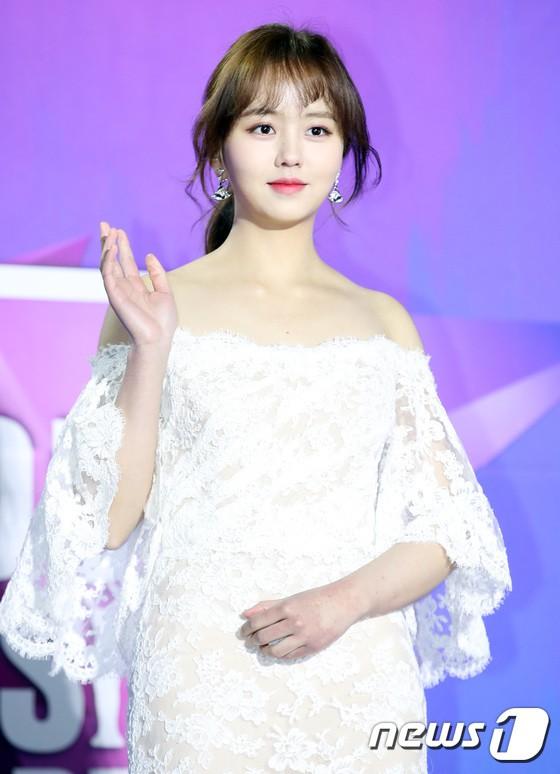 Thảm đỏ Seoul Music Awards: Kim So Hyun đẹp đến mức khó tin, Joy quá sexy bên dàn trai xinh gái đẹp quyền lực Kbiz - Ảnh 4.