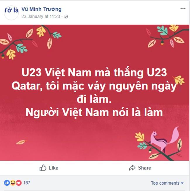 Người Việt Nam nói là làm: Người đàn ông mặc váy của vợ đi làm cả ngày sau khi U23 Việt Nam thắng trận bán kết - Ảnh 1.