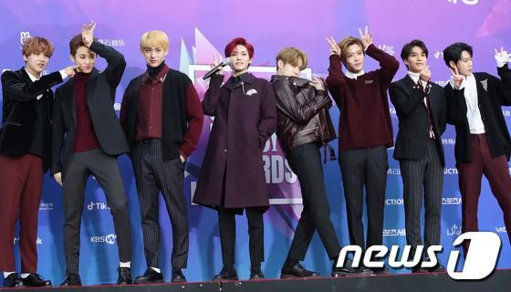 Thảm đỏ Seoul Music Awards: Kim So Hyun đẹp đến mức khó tin, Joy quá sexy bên dàn trai xinh gái đẹp quyền lực Kbiz - Ảnh 42.