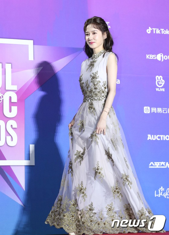 Thảm đỏ Seoul Music Awards: Kim So Hyun đẹp đến mức khó tin, Joy quá sexy bên dàn trai xinh gái đẹp quyền lực Kbiz - Ảnh 45.
