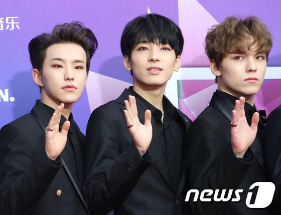 Thảm đỏ Seoul Music Awards: Kim So Hyun đẹp đến mức khó tin, Joy quá sexy bên dàn trai xinh gái đẹp quyền lực Kbiz - Ảnh 32.