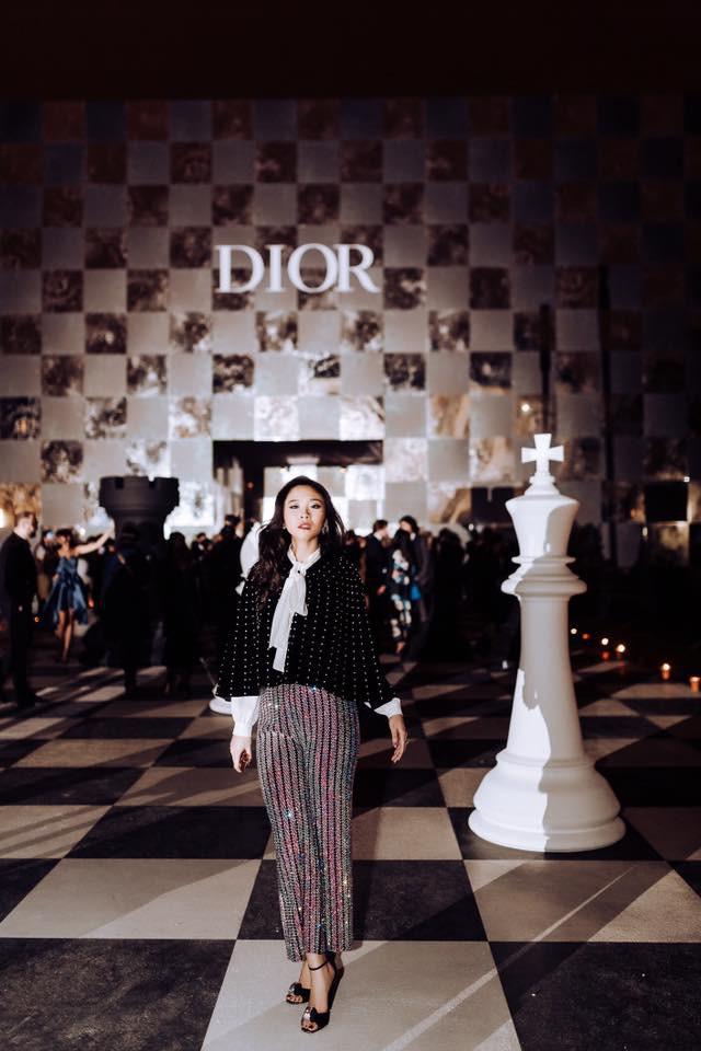 Thầm lặng là thế, nhưng đây là fashionista Việt đầu tiên xông đất mục street style Vogue năm nay - Ảnh 3.