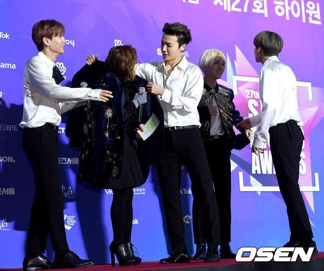 Thảm đỏ Seoul Music Awards: Kim So Hyun đẹp đến mức khó tin, Joy quá sexy bên dàn trai xinh gái đẹp quyền lực Kbiz - Ảnh 37.