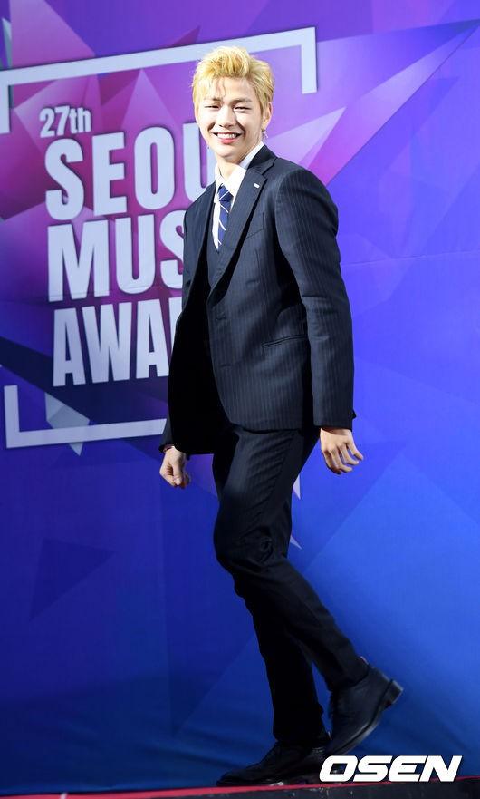 Thảm đỏ Seoul Music Awards: Kim So Hyun đẹp đến mức khó tin, Joy quá sexy bên dàn trai xinh gái đẹp quyền lực Kbiz - Ảnh 15.