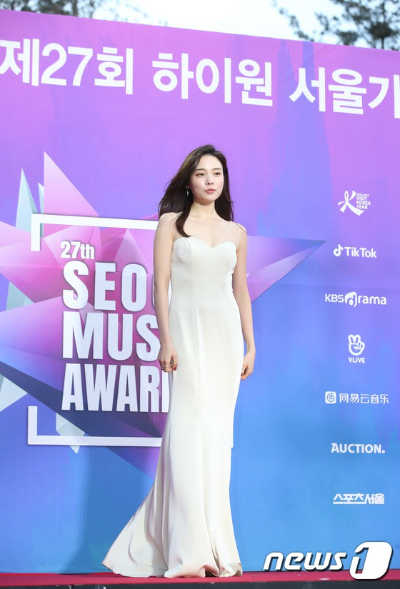 Thảm đỏ Seoul Music Awards: Kim So Hyun đẹp đến mức khó tin, Joy quá sexy bên dàn trai xinh gái đẹp quyền lực Kbiz - Ảnh 5.