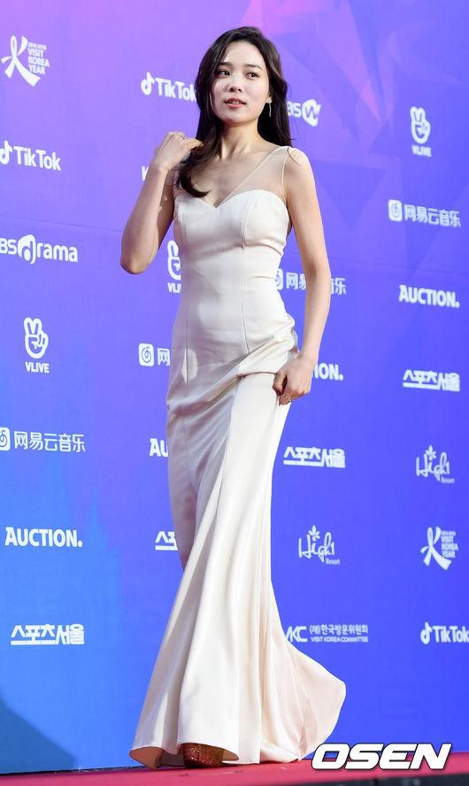Thảm đỏ Seoul Music Awards: Kim So Hyun đẹp đến mức khó tin, Joy quá sexy bên dàn trai xinh gái đẹp quyền lực Kbiz - Ảnh 6.