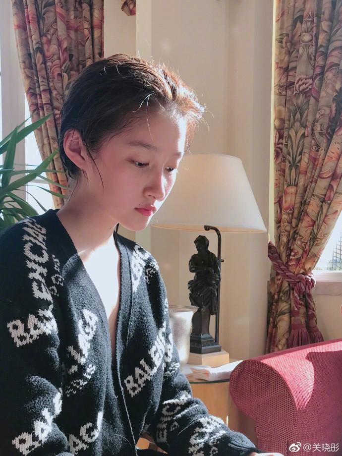 Bỏ lớp makeup, bạn gái Luhan gây bất ngờ với gương mặt mộc đáng mơ ước - Ảnh 4.