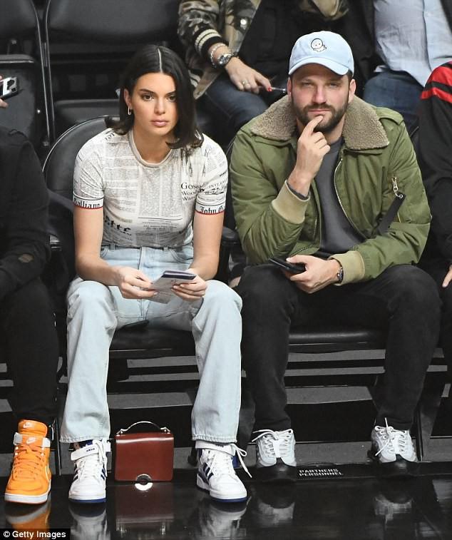Hậu bơm môi sửa mặt, Kendall Jenner bắt đầu xuống sắc vì di chứng thẩm mỹ? - Ảnh 3.