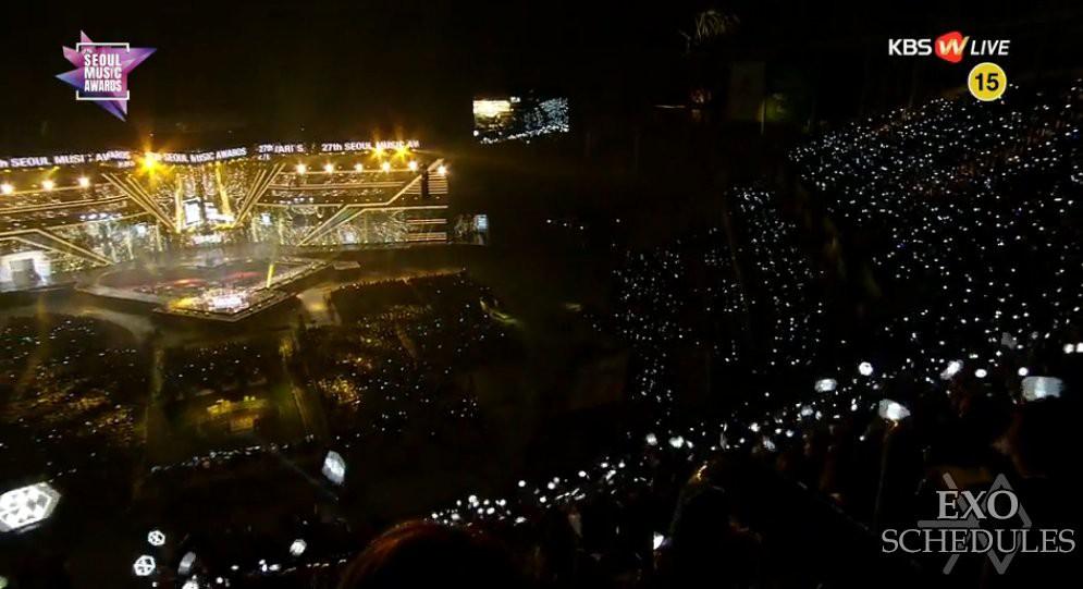 Thần tượng không tham gia, fan EXO vẫn đến Seoul Music Awards và chơi đẹp trên khán đài - Ảnh 1.