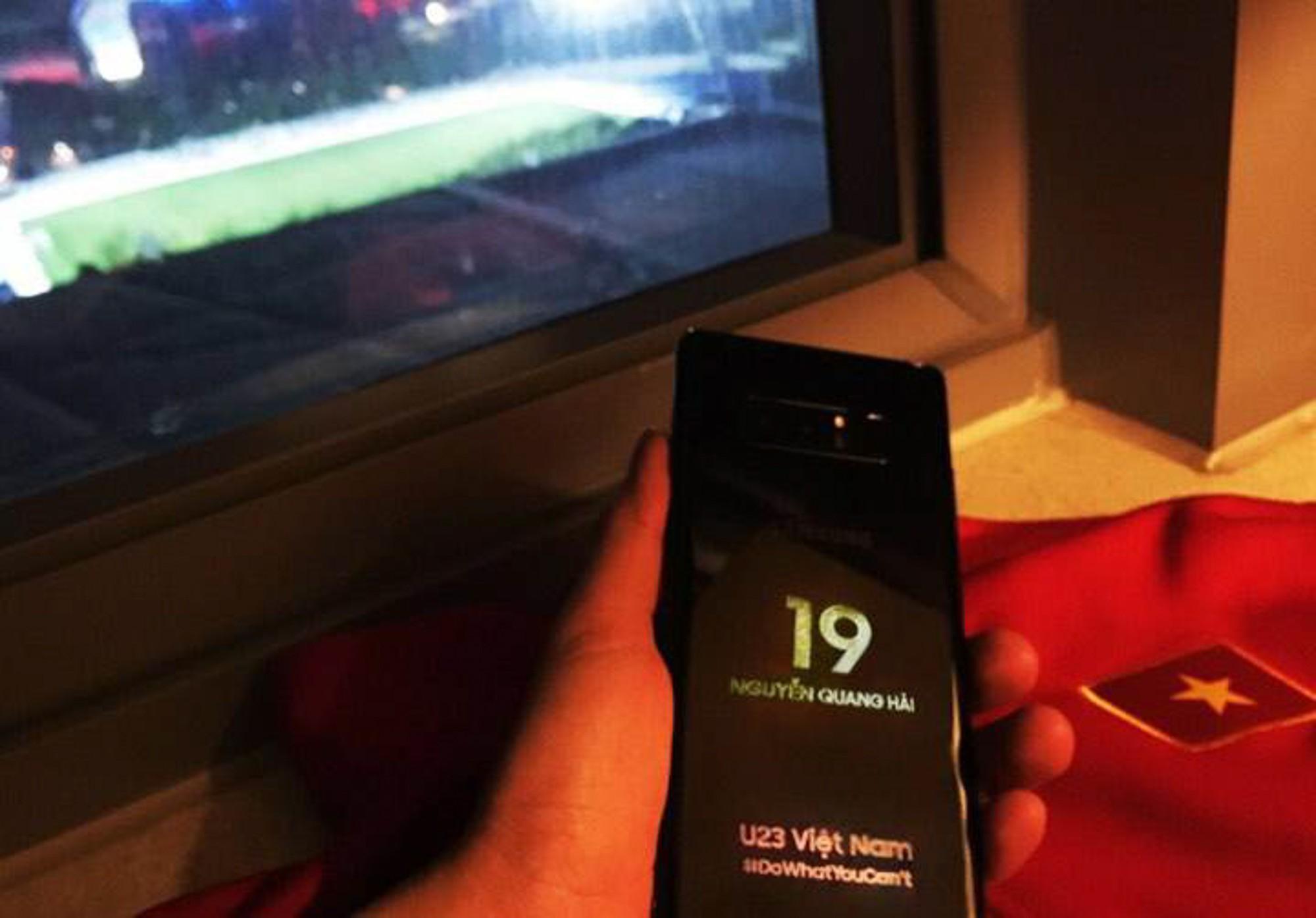 Samsung tặng mỗi cầu thủ U23 Việt Nam một điện thoại Galaxy Note 8 phiên bản hàng thửa - Ảnh 3.