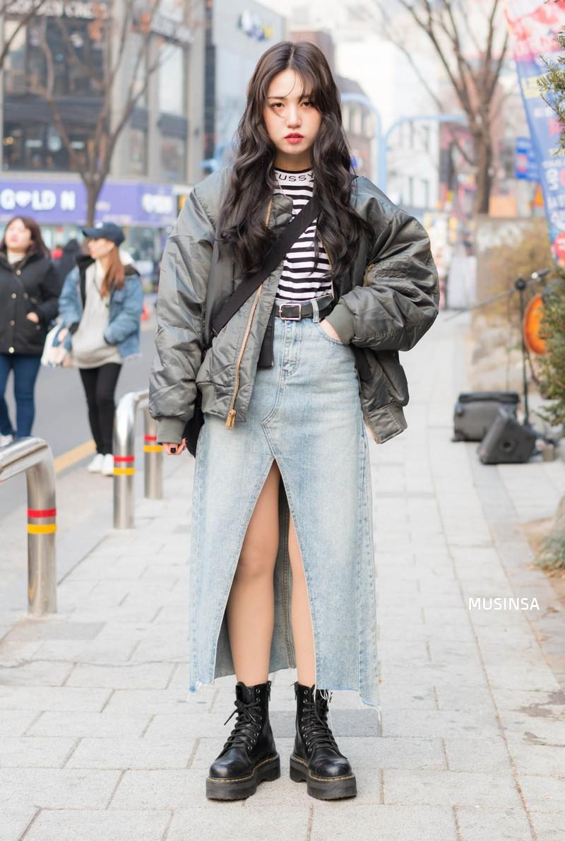 Street style Hàn Quốc: khi mặc vài ba chiếc áo khoác to sụ cùng lúc chẳng hâm chút nào mà lại chất hết nấc - Ảnh 8.