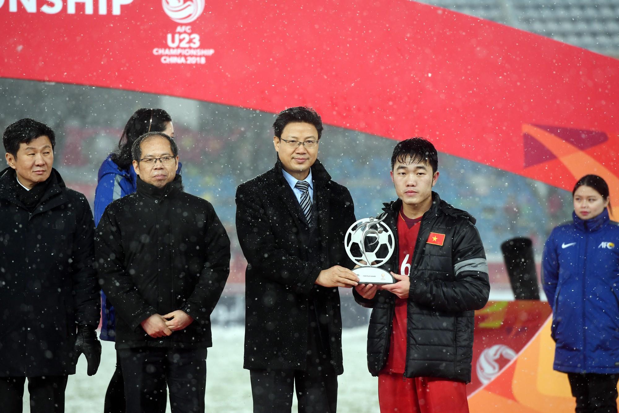 Chơi thứ bóng đá tận hiến như thế, U23 Việt Nam quá xứng đáng với giải thưởng Fair-Play - Ảnh 4.