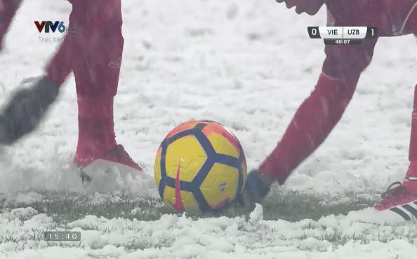 Hình ảnh đẹp khi Văn Thanh cùng đồng đội cào tuyết được netizen Trung Quốc ngưỡng mộ: Cảnh tượng đẹp nhất trận đấu - Ảnh 4.