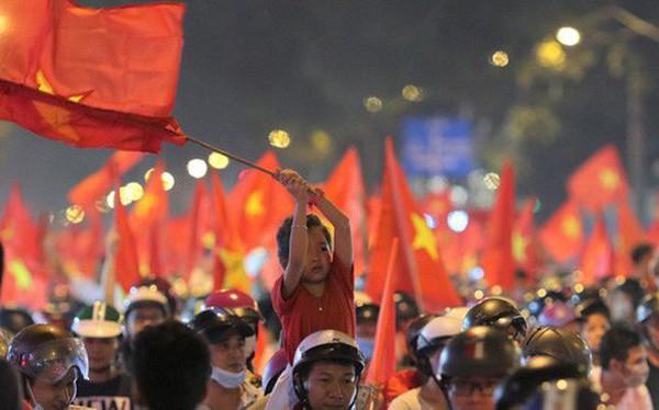 Báo Nhật viết gì về cách người dân Việt Nam ăn mừng chiến thắng của đội