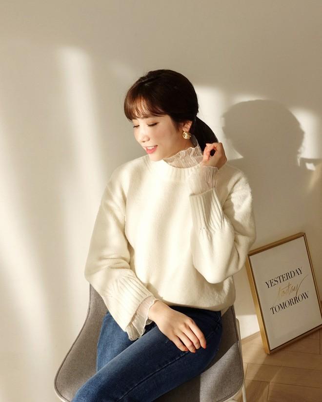Học cách kết hợp áo len mới nhất này của các quý cô Hàn để diện Tết ngay còn kịp - Ảnh 6.