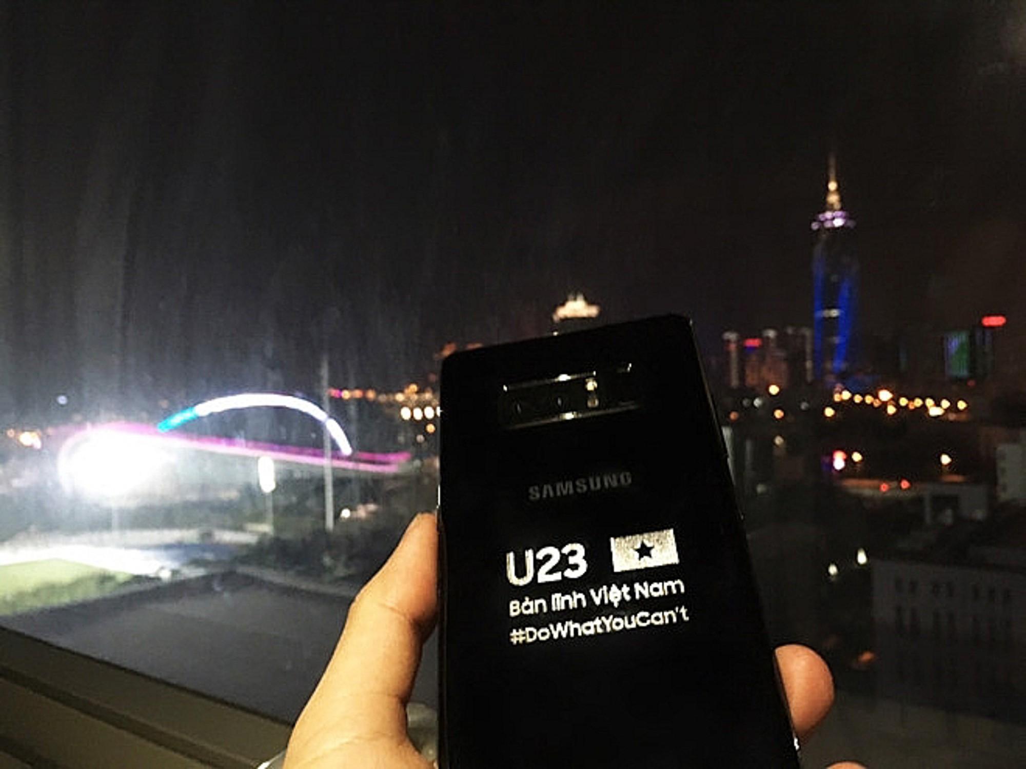 Samsung tặng mỗi cầu thủ U23 Việt Nam một điện thoại Galaxy Note 8 phiên bản hàng thửa - Ảnh 4.