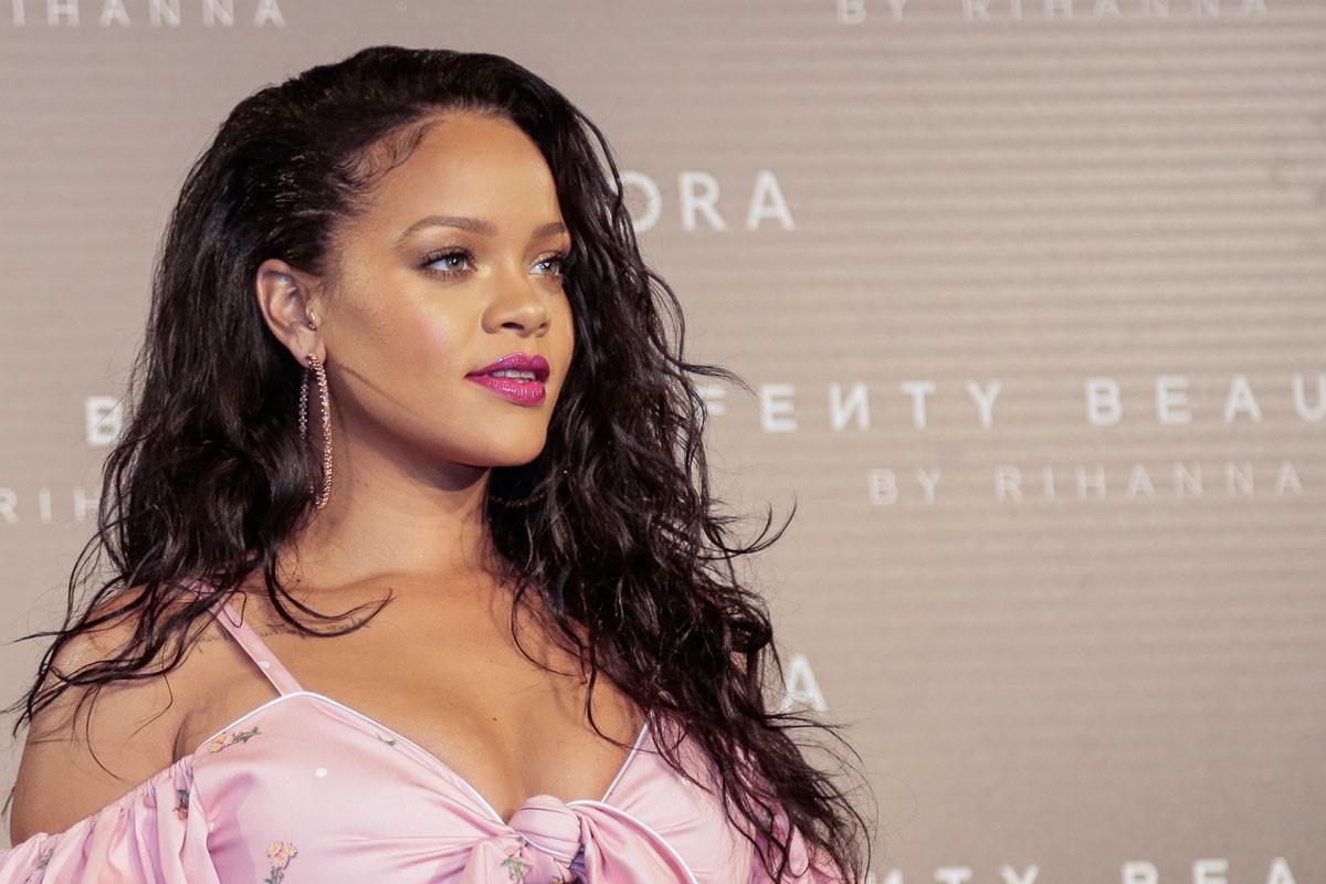 Dù sinh sau đẻ muộn, thương hiệu mỹ phẩm của Rihanna được dự đoán sẽ sớm vượt mặt thương hiệu của Kylie Jenner và Kim Kardashian - Ảnh 1.