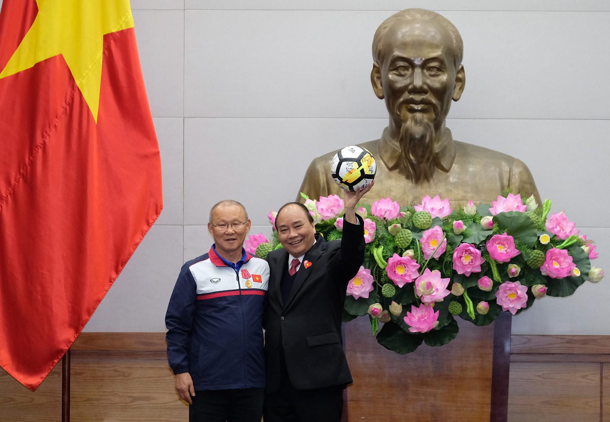Một ngày dài nhưng nhiều cảm xúc của ông chú Park Hang Seo tại Hà Nội: Những khoảnh khắc không thể quên - Ảnh 12.