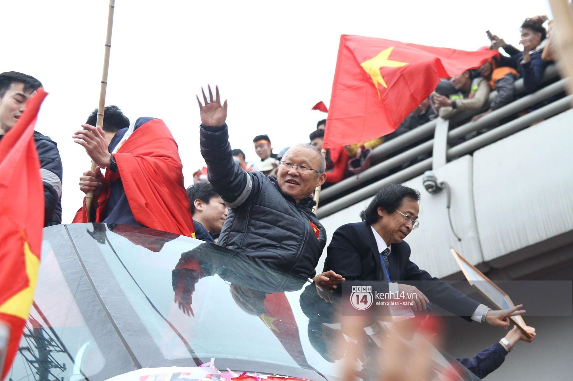 Một ngày dài nhưng nhiều cảm xúc của ông chú Park Hang Seo tại Hà Nội: Những khoảnh khắc không thể quên - Ảnh 8.