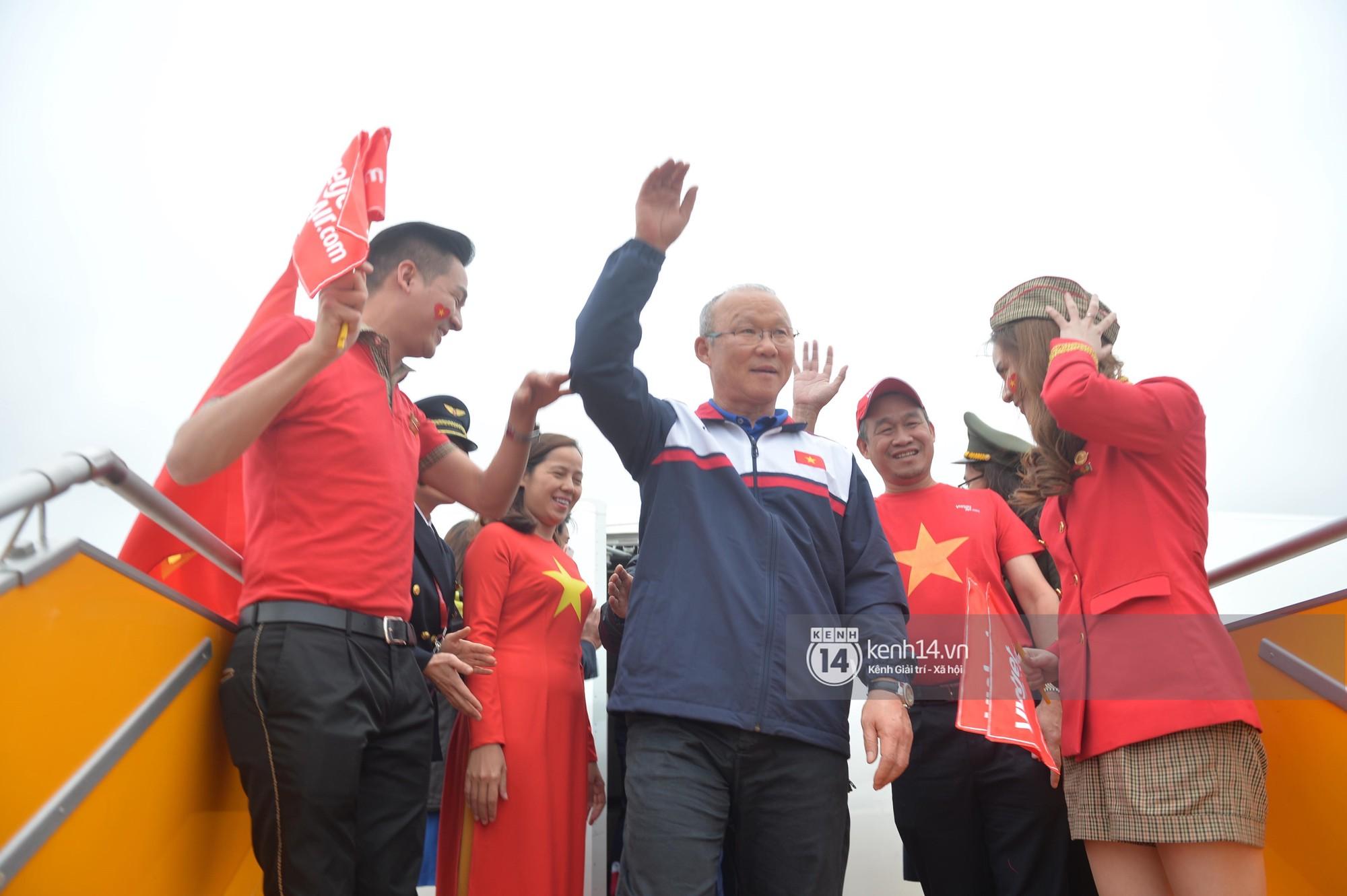 Một ngày dài nhưng nhiều cảm xúc của ông chú Park Hang Seo tại Hà Nội: Những khoảnh khắc không thể quên - Ảnh 4.