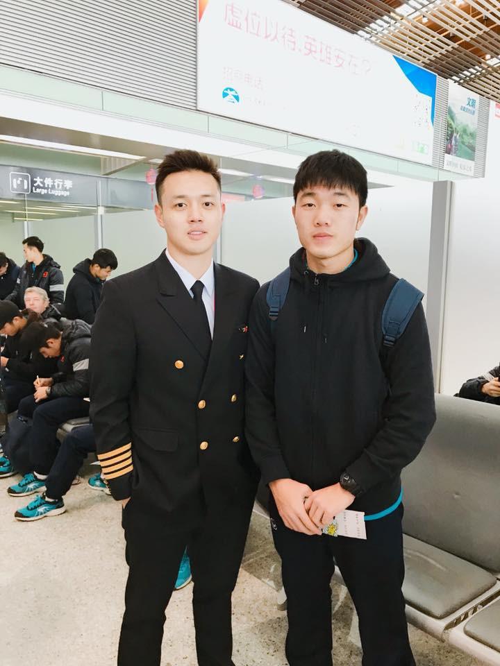Một bức hình 2 cực phẩm: Cơ trưởng 9X đẹp trai và đội trưởng Trường híp - Ảnh 1.