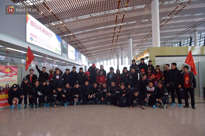 Những người hùng U23 Việt Nam chuẩn bị lên chuyên cơ về nước - Ảnh 1.