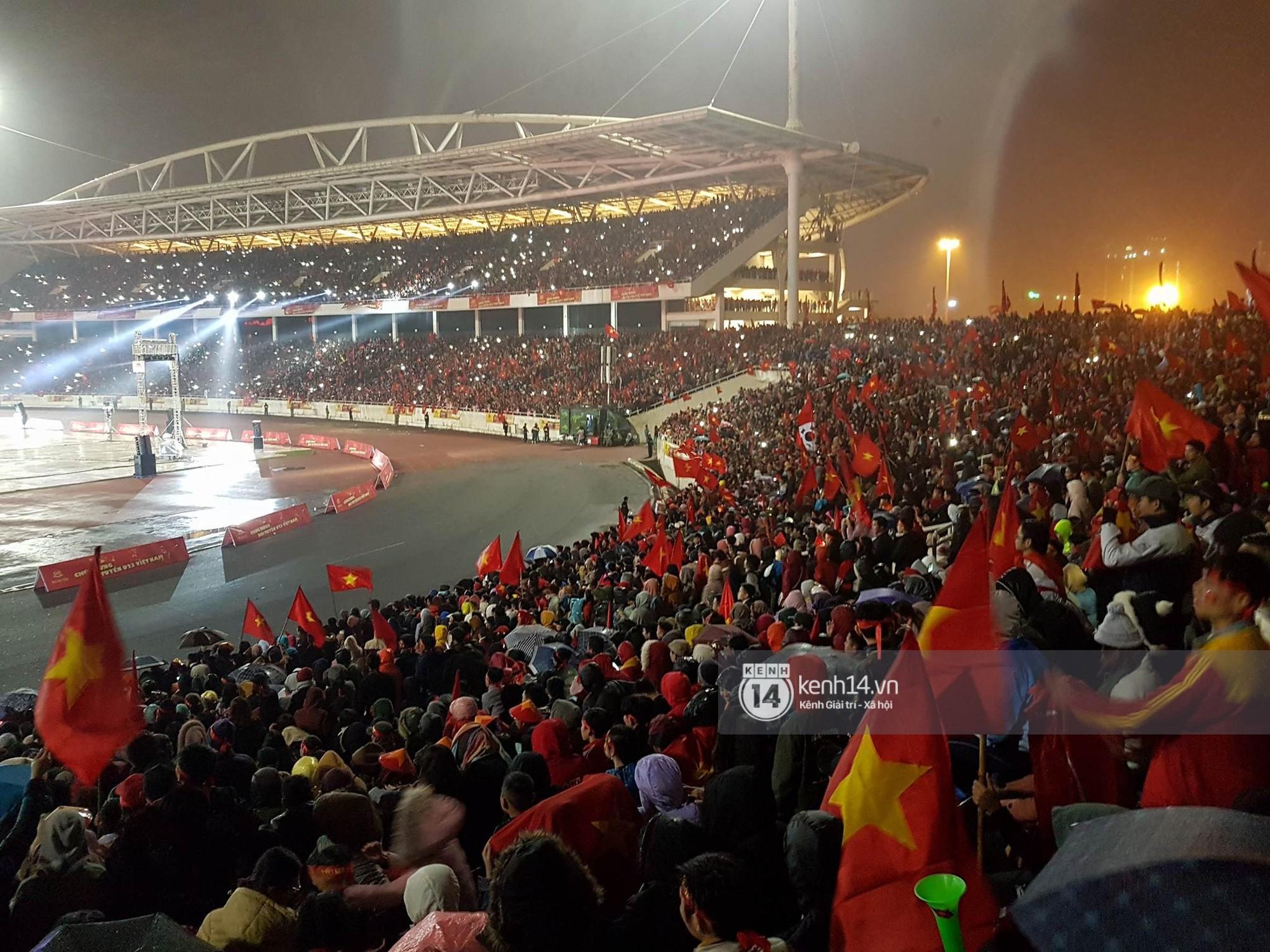 Sơn Tùng M-TP, Đàm Vĩnh Hưng cùng nhiều nghệ sĩ khuấy động không khí Gala vinh danh U23 Việt Nam bằng loạt ca khúc sôi động - Ảnh 9.